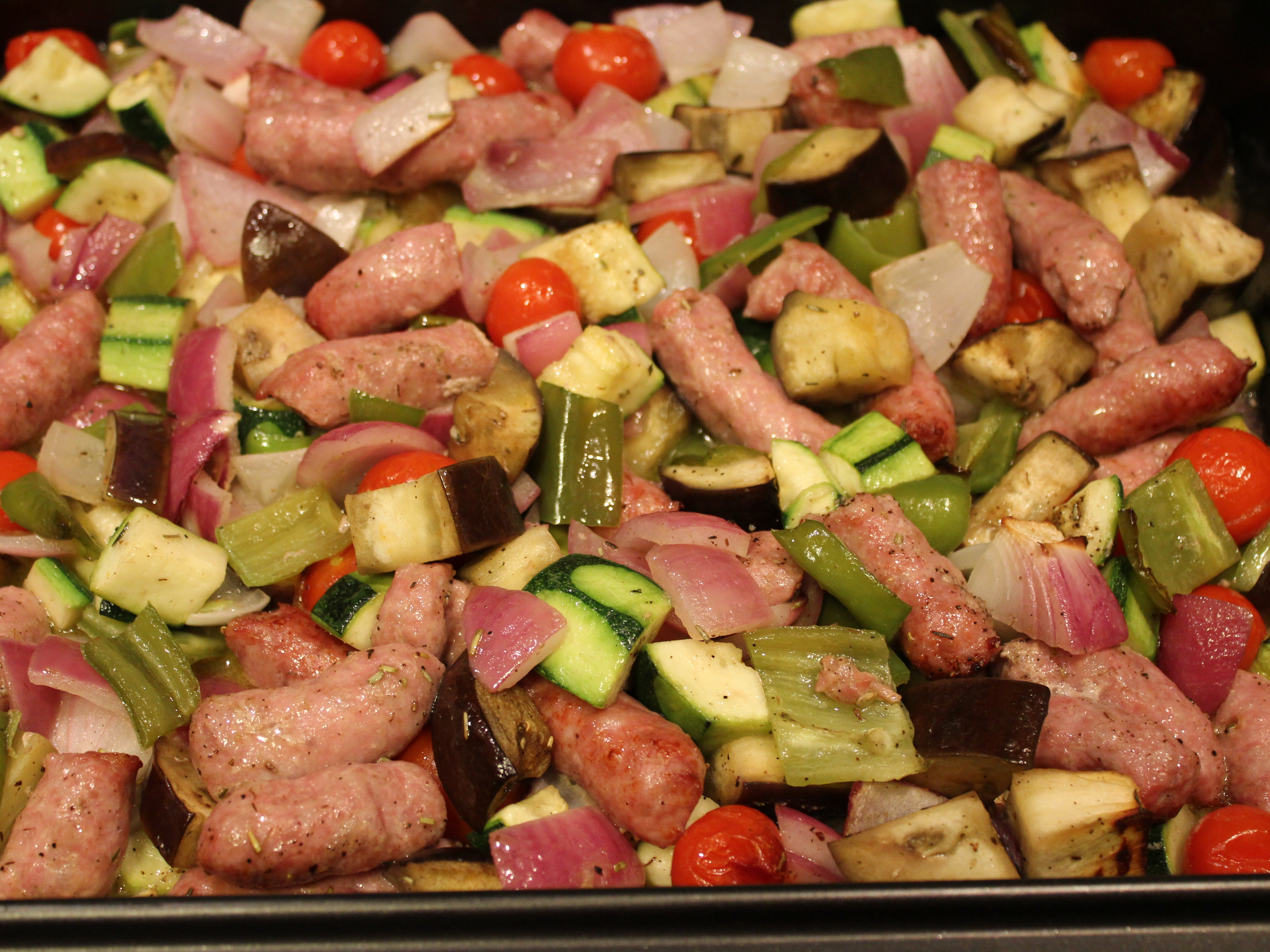 Verduras asadas con salchichas con el delantal de rayas for Que cocinar con verduras